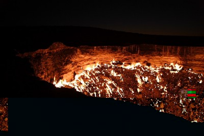 ist2_10087579-fire-early-dawn-over-the-darvaza-gas-crater-turkmenistan.jpg